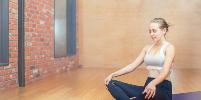 Koronavirüsle savaşmak için her sabah yoga yapın