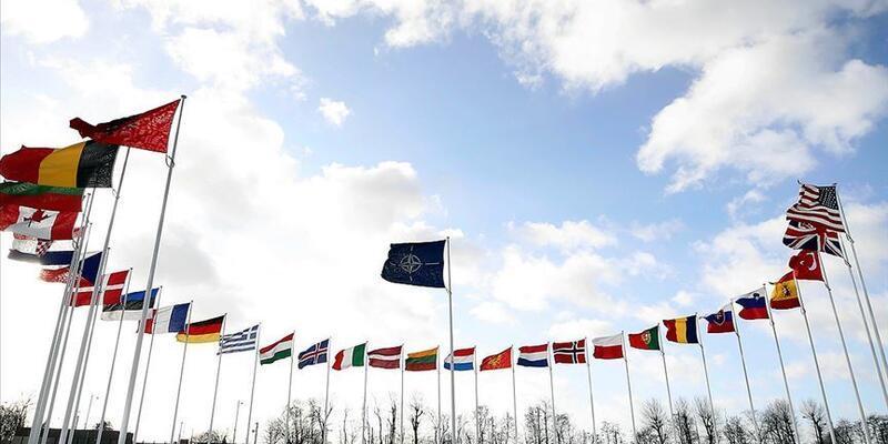 Kuzey Makedonya'nın bayrağı NATO'da göndere çekildi