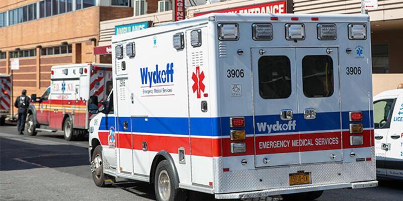New York'ta koronavirüsten ölenlerin cenazeleri mobil morglara yüklendi
