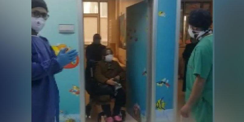 Silivri'de koronavirüsü yenen kadın alkışlarla uğurlandı