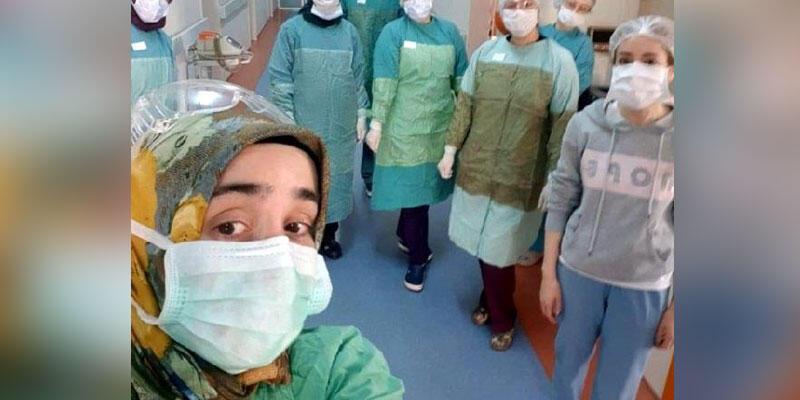 Koronavirüsü yenen doktor işine geri döndü
