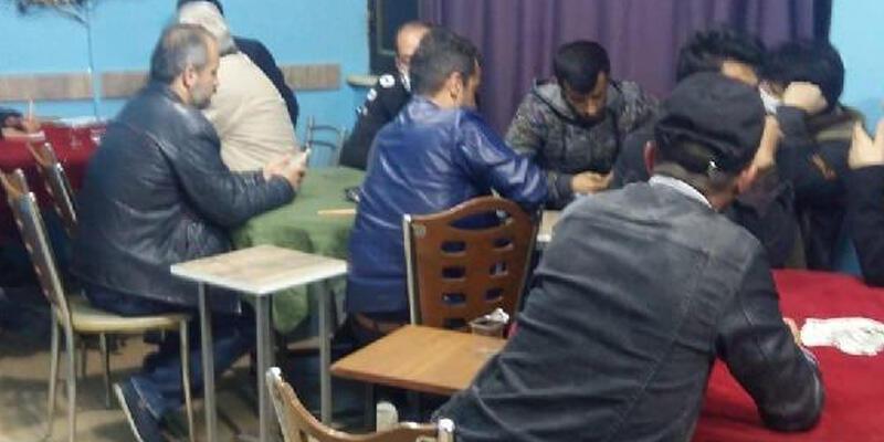 Kahvehaneye baskın! 21 kişiye 25 bin TL ceza kesildi