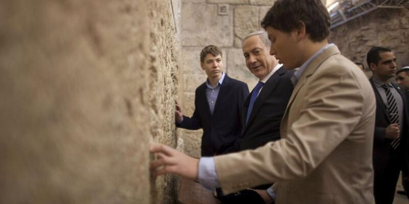 Netanyahu'nun oğlundan, babasını protesto edenler için skandal paylaşım
