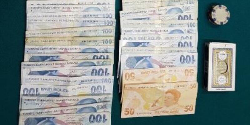 Kafede kumar oynarken yakalanan 20 kişiye 63 bin lira ceza