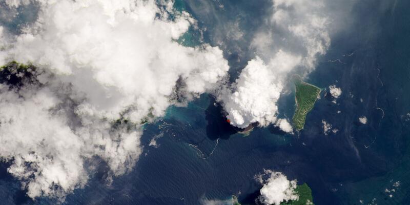 Krakatoa Yanardağı'nın faaliyete geçmesi uzaydan görüntülendi