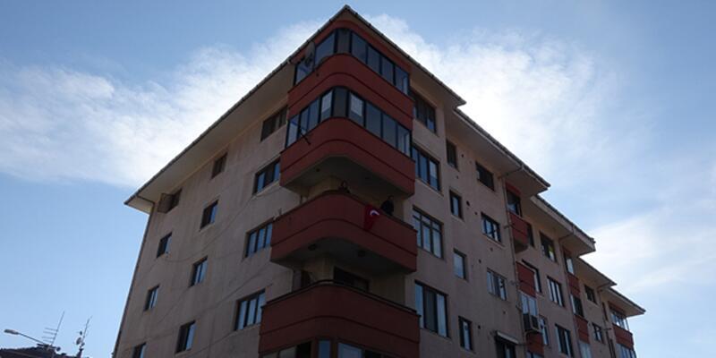 5 katlı apartman koronavirüs nedeniyle karantinaya alındı