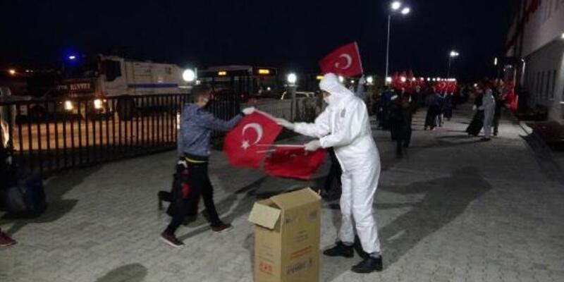 Kazakistan'dan gelen 73 Türk vatandaşı karantinada