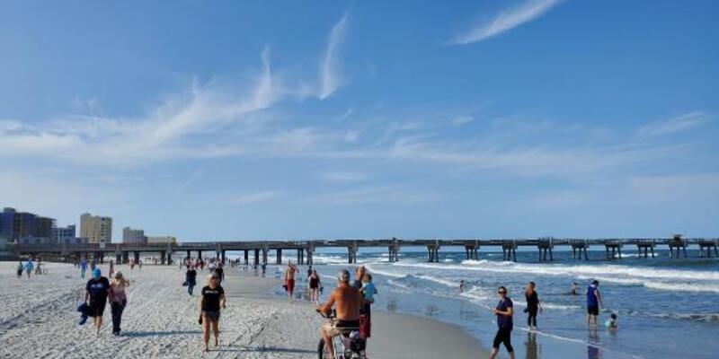 ABD'de Florida sahilleri koronavirüs dinlemedi