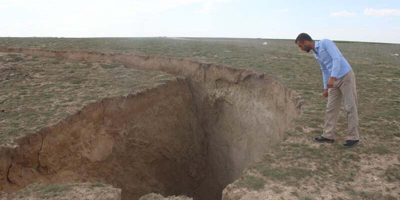 Konya Karapınar'da 35 metre çapında 15 metre derinliğinde yeni obruk