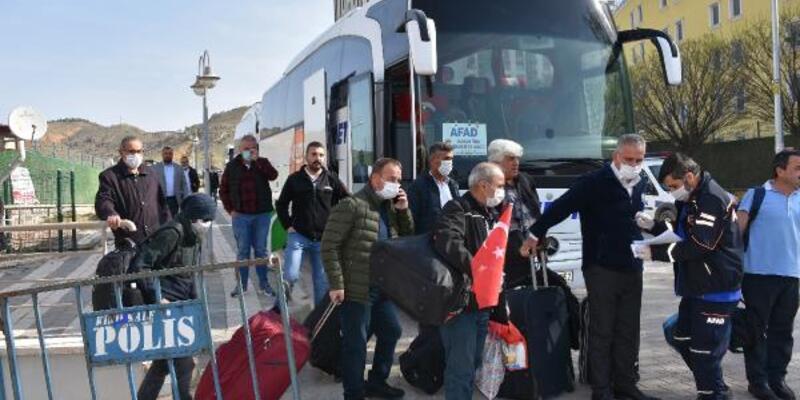 Karantina süresi dolan 309 kişi, evlerine uğurlandı