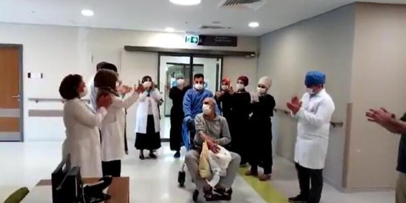 Koronavirüsü yenen 11 kişi alkışlarla taburcu oldu