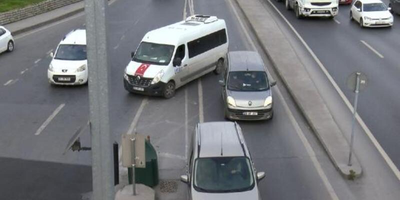 Yoğunluktan kaçma için trafiği tehlikeye attılar