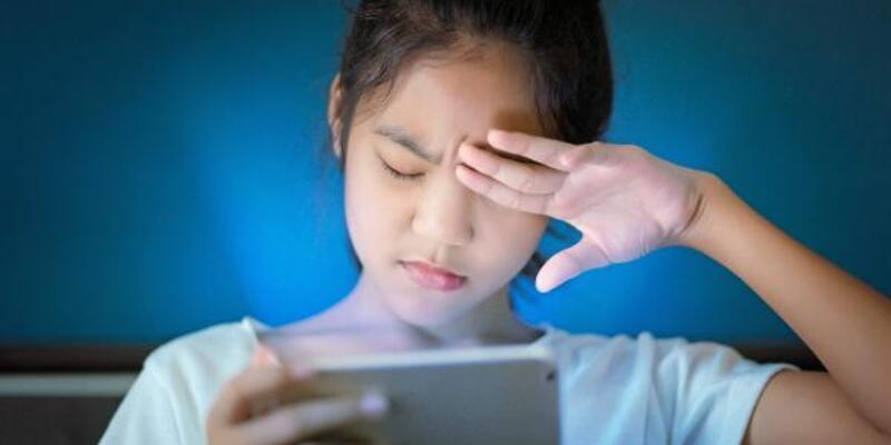 Karantinada çocuğunuzun gözünü koruyun: 2 saatten fazla ekrana bakmasın