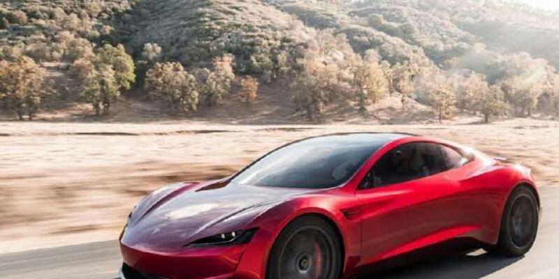 Tesla araçlara hız dopingi