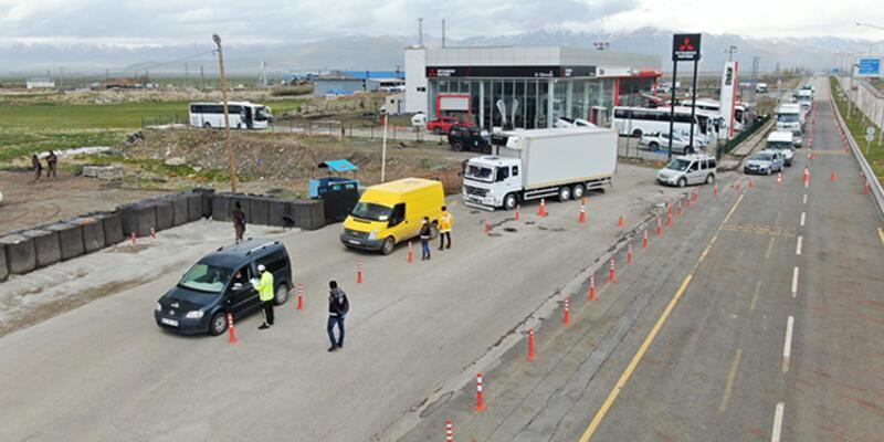 Erzurum'da sahte izin belgesiyle yolculuk eden 90 kişiye ceza kesildi