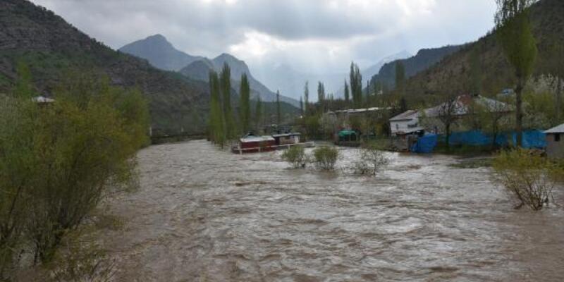 Habur Çayı taştı; 2 köy su altında kaldı