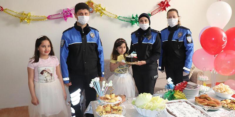 Midyat'ta polisten 23 Nisan doğumlu çocuklara sürpriz