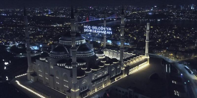 Çamlıca Camii'nde Ramazan'ın ilk teravih namazı için ezan okundu