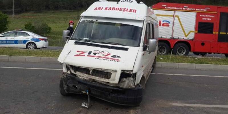 İşçi servisi bariyere çarpı: 4 yaralı