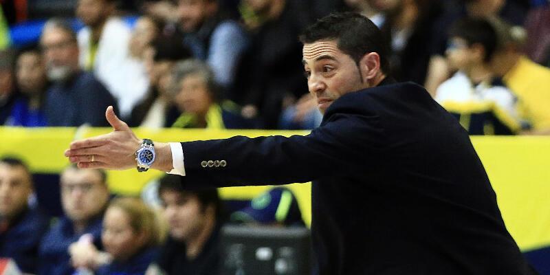 FIBA Kadınlar Avrupa Ligi'nde yılın antrenörü Fenerbahçe'den Victor Lapena