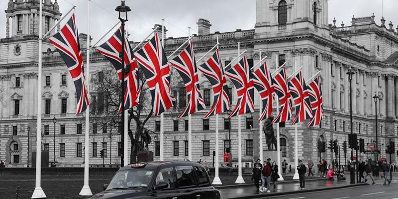 İngiltere'de bir günde 413 kişi öldü