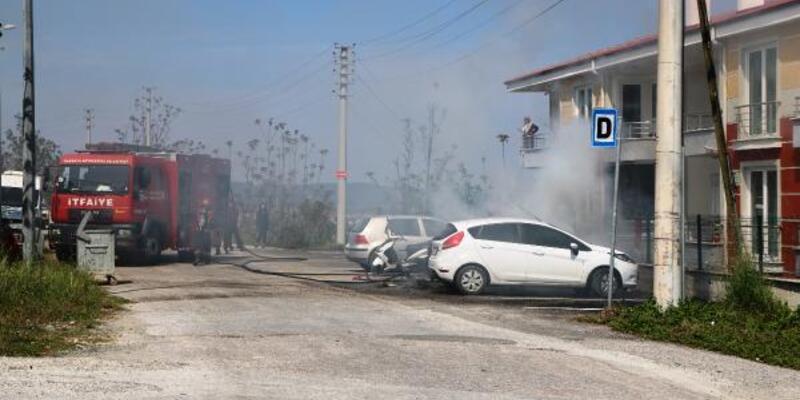 Otomobilden yükselen alevler yandaki araca sıçradı