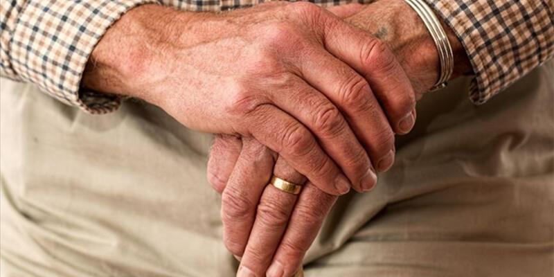 Evde kalan yaşlılara 'kas ve kemik kaybı' uyarısı