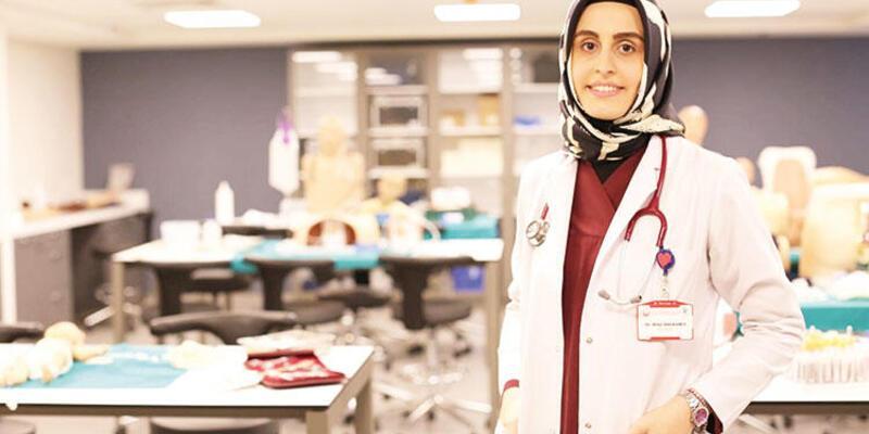 """Koronavirüsü yenip görevine dönen doktor yaşadıklarını anlattı: """"Sol kolum kırılmış gibiydi"""""""
