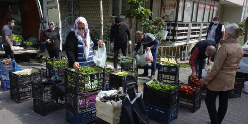 Semt pazarı açılmayınca mini pazar kuruldu