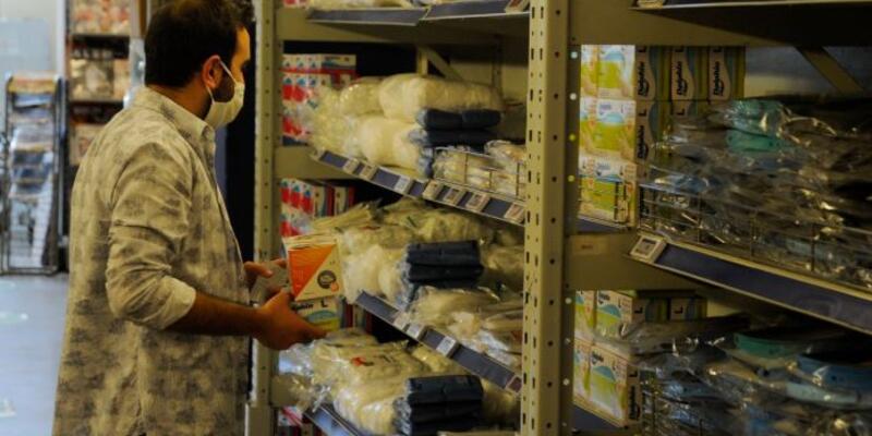Marketlerde maske satışı başladı