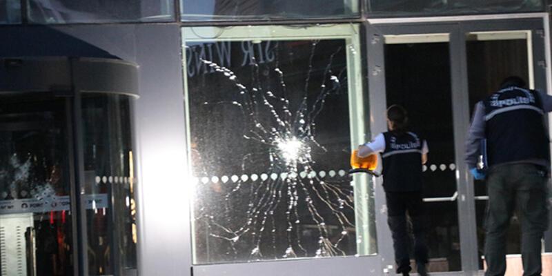 İzmir'de AVM'ye silahlı saldırı