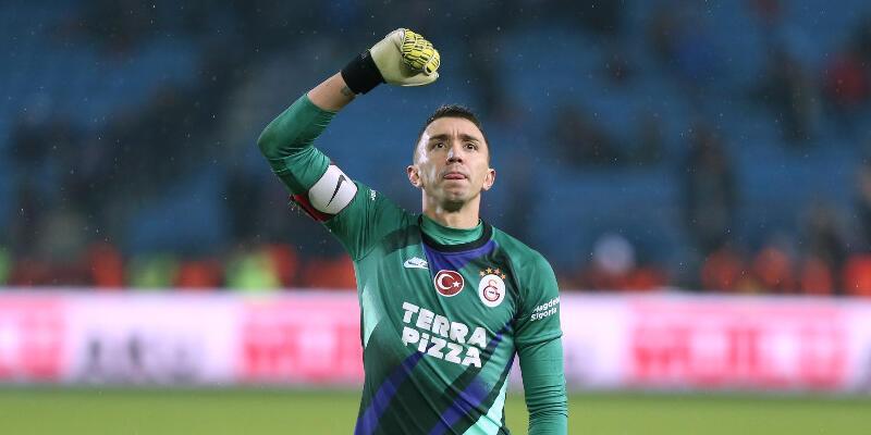 Galatasaray Muslera'yla 2024'e kadar anlaştı