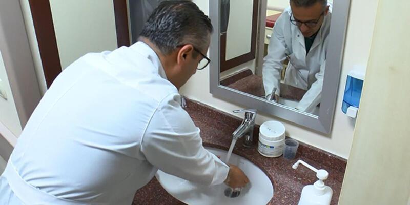 Bilim Kurulu Üyesi Tezer: Günde elime 40 kez dezenfektan sıkıyorum