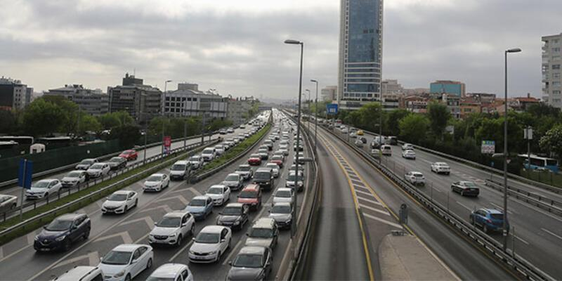İstanbul'da bazı noktalarda trafik yoğunluğu yaşanıyor