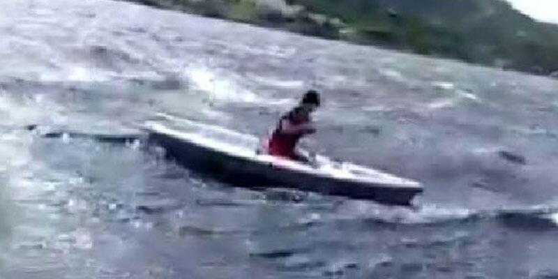 Tekneleri alabora olan 3 kişiyi polis kurtardı