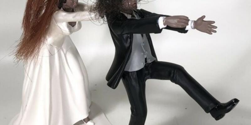 Slash'in saç teli 21 bin liradan alıcı bekliyor