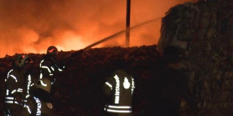 İstanbul'da geri dönüşüm merkezinde korkutan yangın!