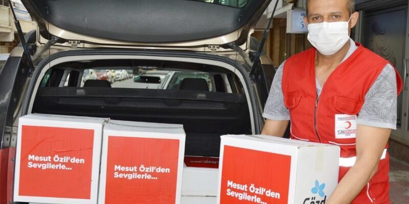 Mesut Özil'den 280 aileye gıda kolisi desteği