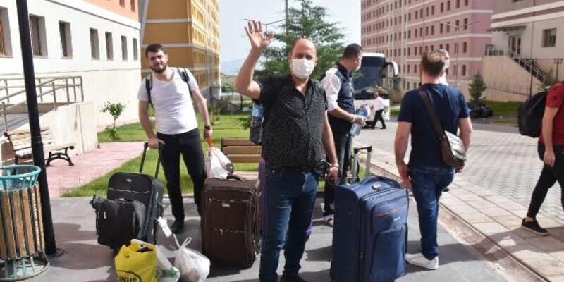 Karantina süreleri dolan 170 kişi, memleketlerine uğurlandı