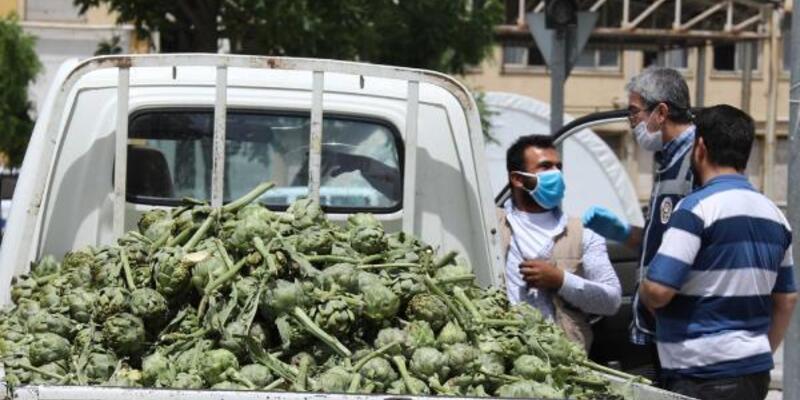 Yasağa rağmen sokağa çıkan 2 seyyar satıcıya 8 bin lira ceza