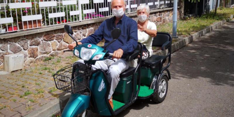 Ediz Hun ve eşi Berna Hun'un Büyükada turu