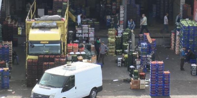 Bayrampaşa'daki meyve ve sebze halinde hareketlilik