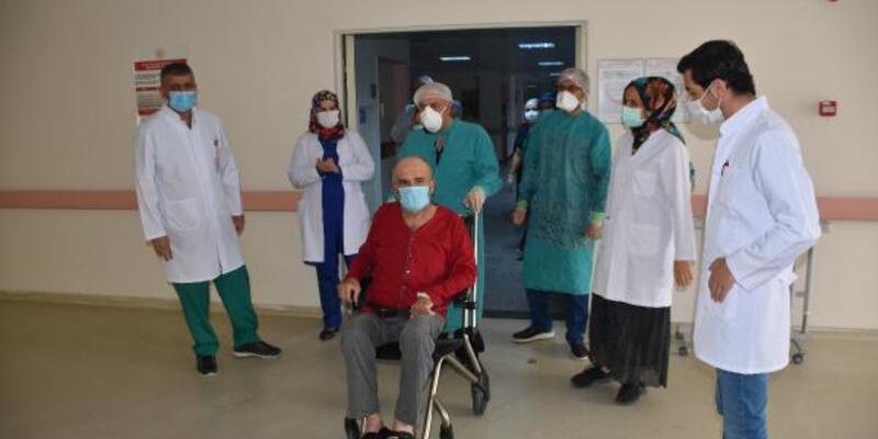 62 yaşında koronavirüsü yenerek taburcu oldu