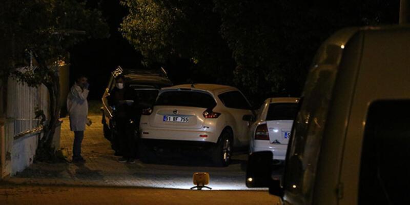 Aracının içinde tüfekle vurulan kadın yaralandı