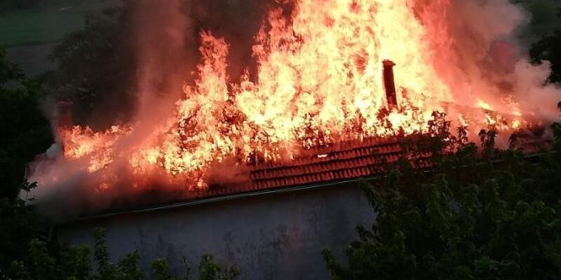 Gözleme yaparken evi yaktı