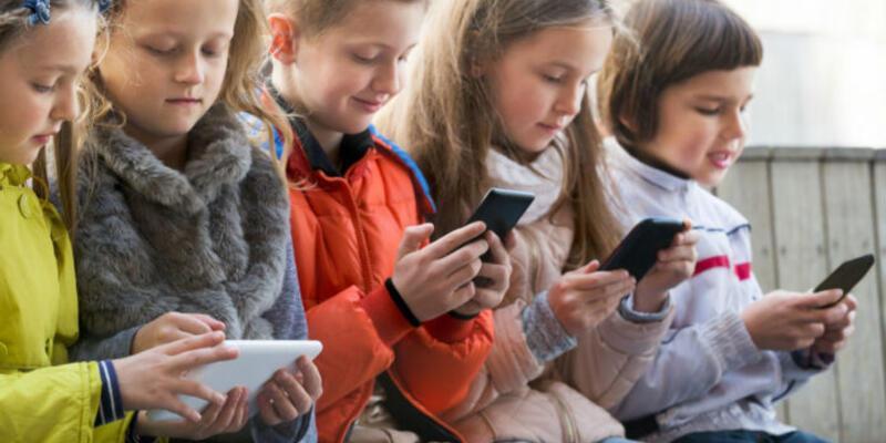 Çocukları cep telefonlarından uzak tutun