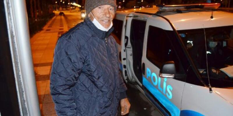 Yasak nedeniyle araç bulamayanları evlerine polis götürdü