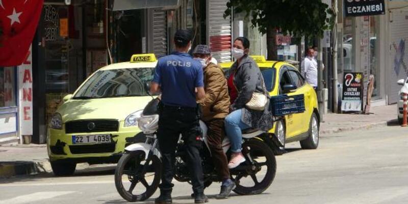 Sosyal mesafe kuralı uyarısı yapan polisle tartıştı