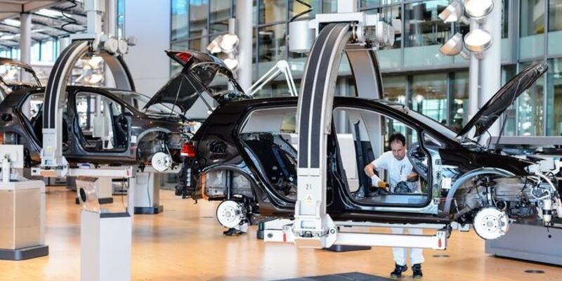 Fransa'dan otomotive 8 milyar Euro'luk destek paketi