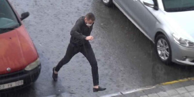 Sağanak yağış vatandaşa zor anlar yaşattı